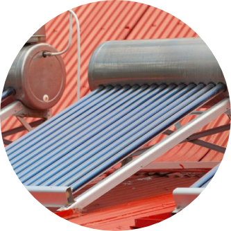 chauffe-eau solaire sur un toit