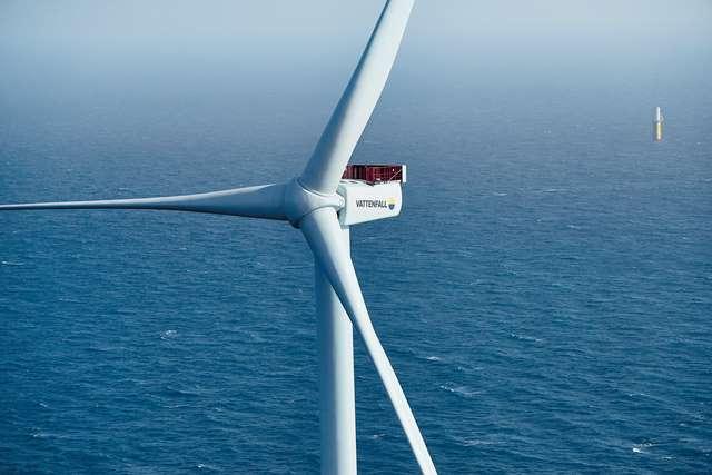 Éolienne en pleine mer